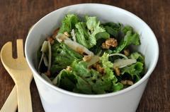 146 kcal. Salade composée : Noix et Parmesan