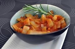 57 kcal. Côtes de blette à la sauce tomate