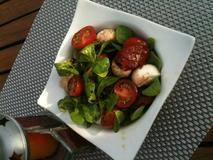 143 kcal. Salade de maches et tomates confites
