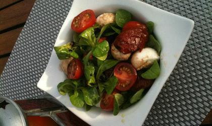 Salade de maches et tomates confites