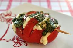 155 kcal. Millefeuille tomate-mozza-pistou
