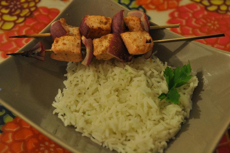 Brochette de saumon aux oignons rouges