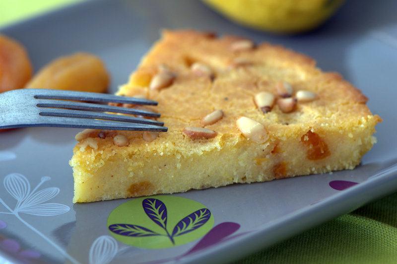 recette : gâteau de polenta et abricots secs