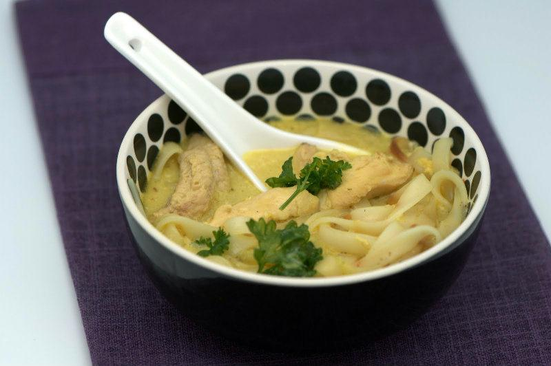 Potage asiatique au poulet et au lait de coco