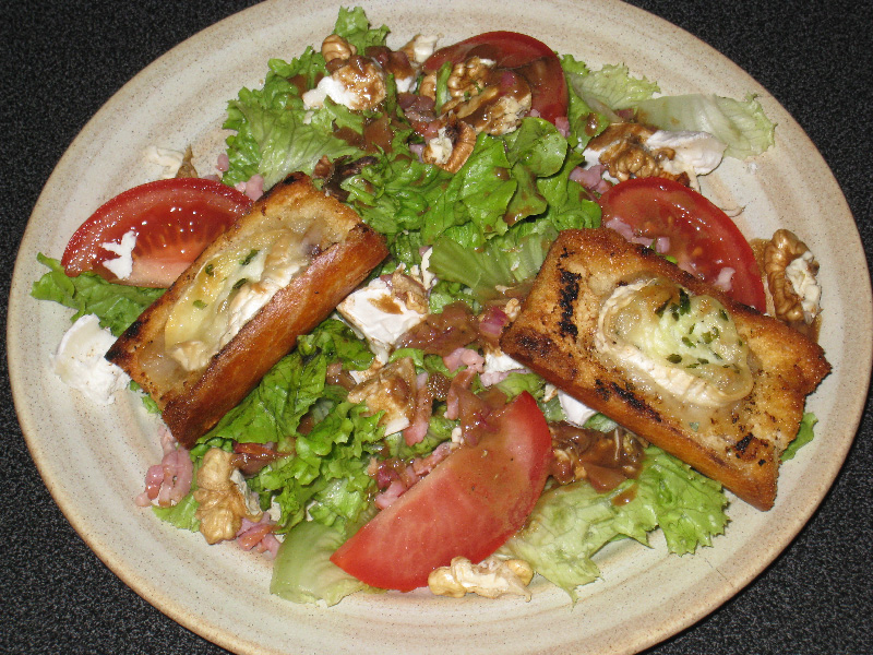 Salade au chèvre chaud - 497 calories (Kcal)