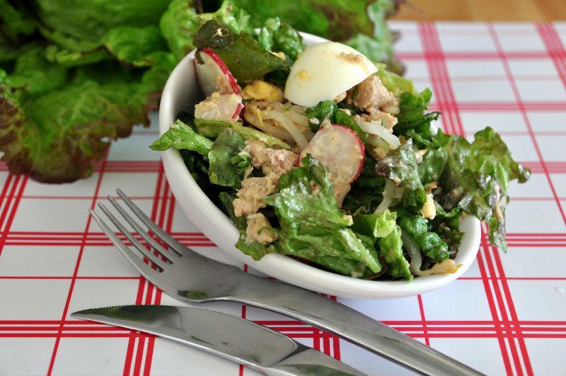 Salade composée: Salade, Thon, Pousses de soja