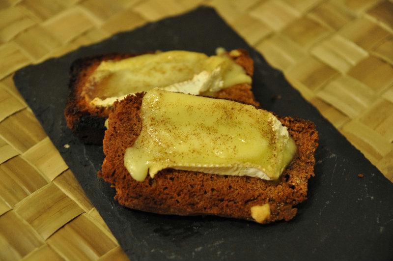 Toasts Pain d Épices et Camembert
